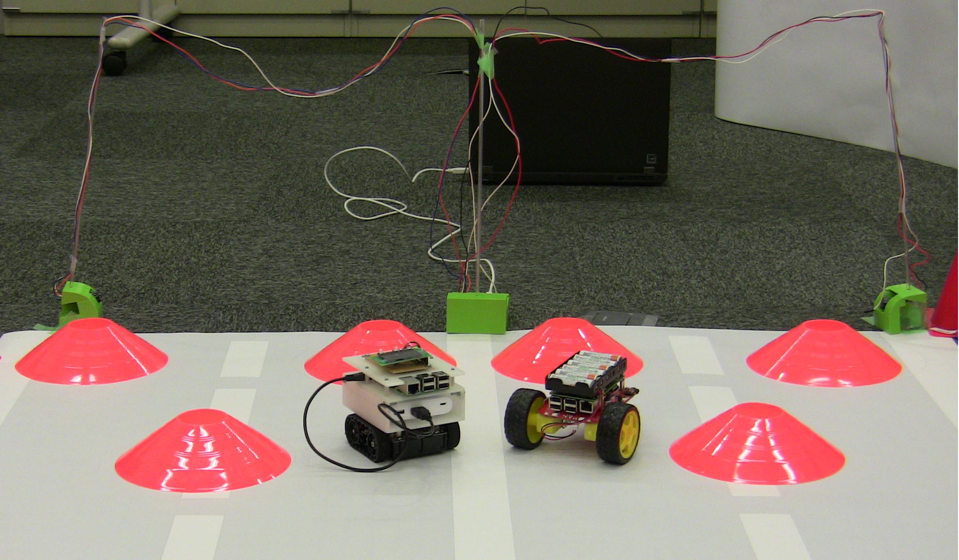 自己完結性を有する小型移動ロボット環境を用いた実演システムの開発